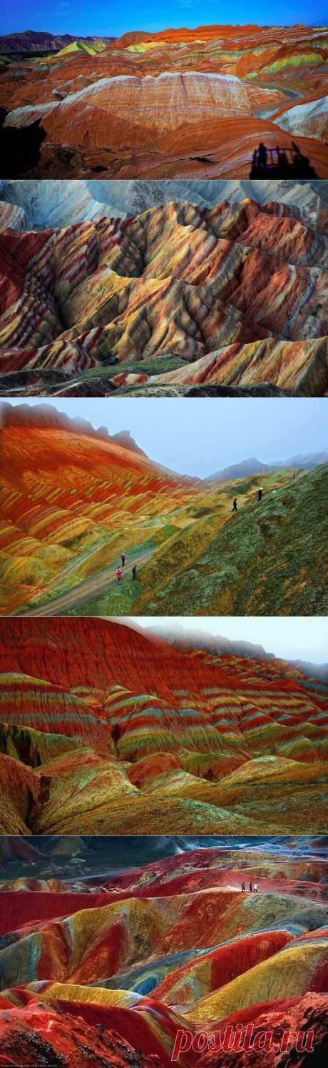 Цветные горы геологического парка Чжанъе Данксия в Китае