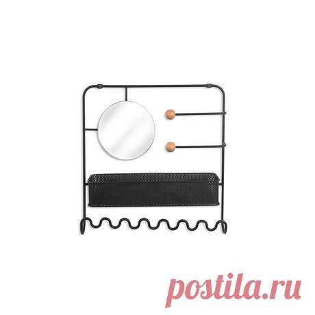Органайзер для украшений надверный estique чёрный - Купить за 2 500 руб. на InMyRoom.ru Стильный и функциональный органайзер из черного металла. Оснащен зеркалом, вешалками для браслетов и ожерелий и полкой для мелочей. Перфорация в передней стенке полки для хранения серёжек. Подвешивается к стене либо к двери при помощи специальных креплений, которые входят в комплект. Дизайн: Edward Lee & Jade Dumrath