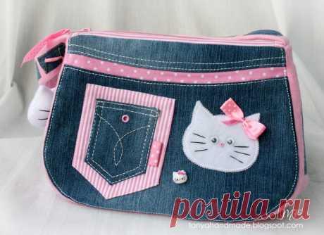 Сумочка для девочки своими руками + выкройка Отличная идея сумочки для девочки. Сумочка КИТИ из джинсовой ткани. такую симпатичную сумочку можно сшить своими руками. Выкройка сумки.