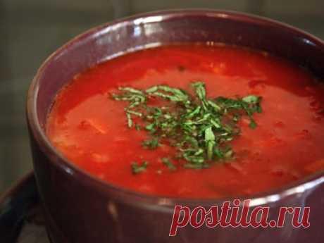 Рецепт: Постный борщ  Ингредиенты  4 шт картофеля 200 грамм капусты 1 зубчик чеснока 5 столовых ложек растительного масла 1 шт свеклы 1 шт моркови 1 шт лука репчатого 1 шт болгарского перца 3-4 шт помидор