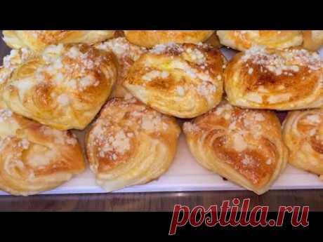 Вкусные булочки со сливочной начинкой.