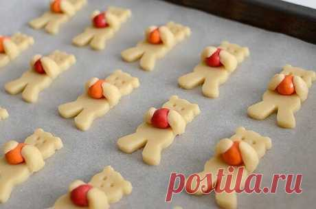 """Печенье """"Мишки с орешками""""  Простой рецепт печенья, который понравится детишкам не только по вкусу, но и своим необычным видом. В зависимости от возраст ребёнка вы можете уменьшить количество специй в тесте, некоторые можете убрать, печенье все равно получится вкусным."""