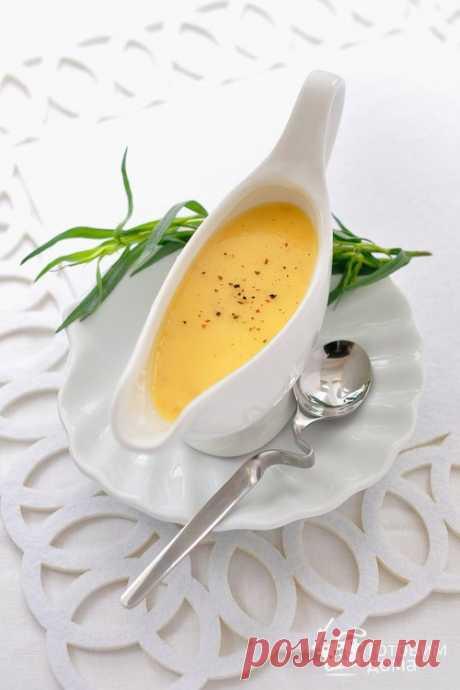 """Соус """"Бер-блан"""" (Beurre blanc) - - это вкус цельного сливочного масла с пикантным послевкусием от основы. Соус подают к блюдам из рыбы и морепродуктов."""