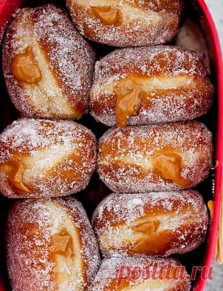 Самый вкусные пончики - рецепт с карамельной начинкой