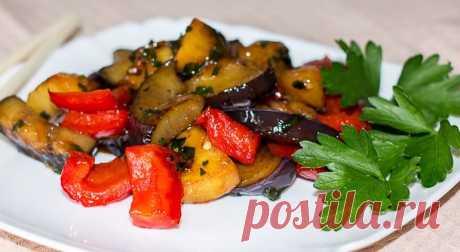 Закуска из баклажанов с картофелем в кисло-сладком соусе Закуска из баклажанов с картофелем в кисло-сладком соусе – это самый простой (базовый) рецепт. Вы можете проявить креативность и разнообразить его: добавить морковь, репчатый лук, поменять приправы и зелень по своему вкусу. Закуску можно подавать на стол и как самостоятельное блюдо, и в качестве гарнира к мясу.