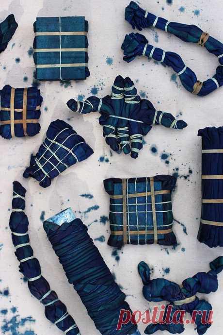Shibori — метод крашения ткани  Каждый человек, который хоть немного увлечен искусством, знает, что такое батик, но вот что такое «Шибори» или «Сибори» уж точно слышал не каждый. Shibori – это разновидность батика, разница этих тех…