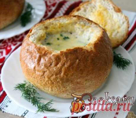 Сливочный суп с курицей и грибами в хлебном горшочке Попробуйте приготовить к обеду вкусное, ароматное и очень аппетитное первое блюдо. Хлебные горшочки, пропитанные нежным сливочным супом становятся тоже очень вкусными.Сливочный суп с курицей и грибами в хлебном горшочке готовится довольно просто.Этот суп понравится и взрослым и детям. Куриное филе — 1 шт; Вода — 1,5 л; Сливки 10%-е — 300 мл; Шампиньоны — 100 г; Лук репчатый — 1 шт; Масло сливочное — 50 г; Соль — по вкусу ; Лавровый лист — по…