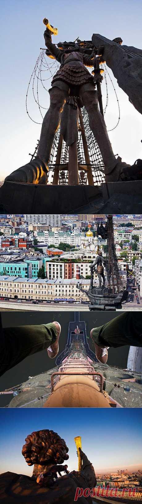 Рассвет над Москвой с памятника Петру I.
