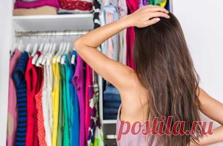 Как организовать пространство в шкафу: 5 идей правильного хранения вещей в домашнем гардеробе