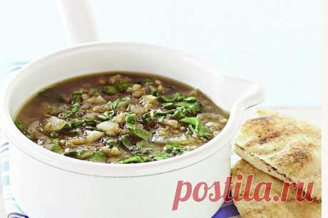 Middle Eastern-style lentil & spinach soup
