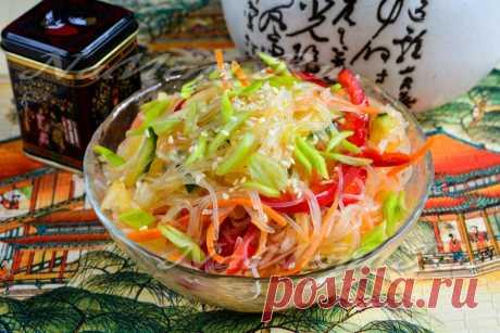 Фунчоза по-корейски Рецепт с фото и пошаговым приготовлением фунчозы по-корейски. Яркий салат, как по внешнему виду, так и по вкусу понравится любителям острых блюд. В целом технология готовки простая и с ней справится даже новичок.
