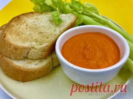 Диетический соус из запеченного болгарского перца Диетический соус из запеченного болгарского перца. Соус универсальный, он одинаково вкусен с наггетсами, креветками, рыбой и спагетти. Подходит для постных (веганских) блюд.болгарский перец - 3 штуким...