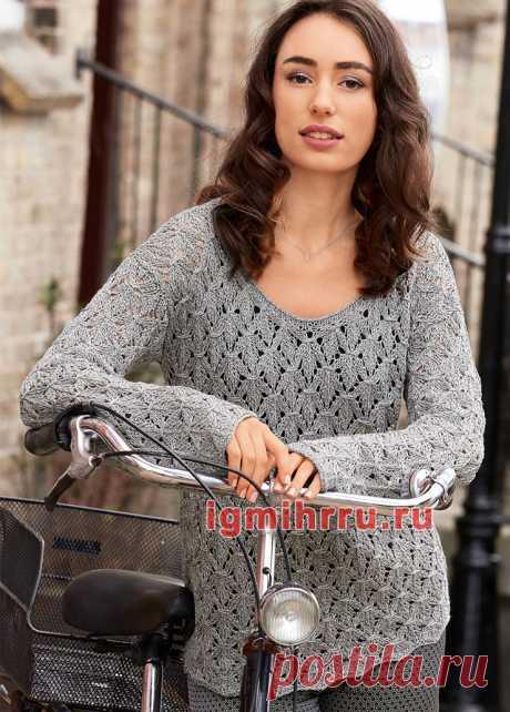Серебристо-серый пуловер с ажурным узором. Вязание спицами со схемами и описанием