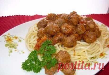 Спагетти с фрикадельками  Ингредиенты: -Мясной фарш – 500 г -Яйцо – 1 шт. Показать полностью…