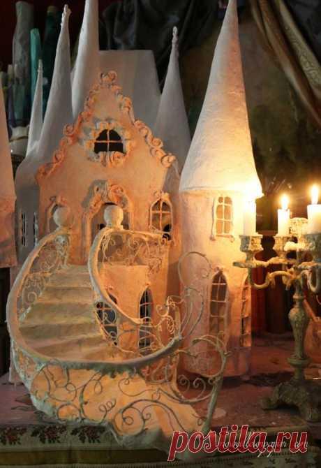 Mobiles,sculptures en papier, carrousels, robes licornes enchantés Maisons de poupées , châteaux et autres merveilles en papier de Laetitia Miéral