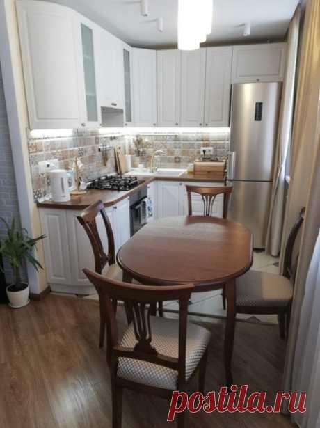 Интересное дизайнерское решение, однако, разумно ли совмещать кухню с газовой плитой с жилой комнатой?...
