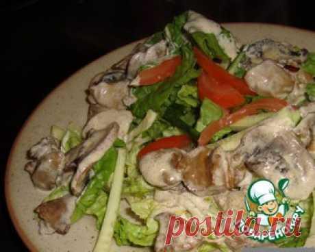 Теплый салат с куриной печенью и шампиньонами