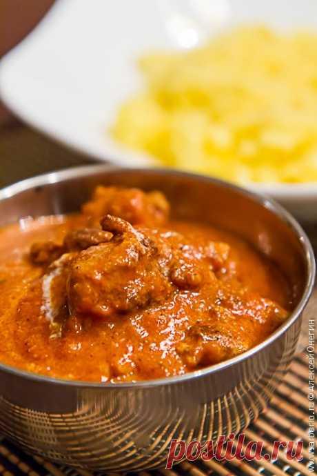 Баттер чикен - курица в сливочно-томатном соусе Butter chicken, она же murgh makhani - одно из самых известных блюд индийской кухни, редкий ресторан рискнет не включить его в меню. Мы с вами ничем не хуже, ведь для того, чтобы приготовить баттер чикен в домашних условиях, не обязательно быть индийцем.