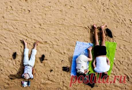 Эксперты подсчитали «пляжную плотность» в разных городах России. Лидерский показатель составил 22 человека на 1 кв. метр пляжной зоны – догадаетесь, кто разделил первое место?