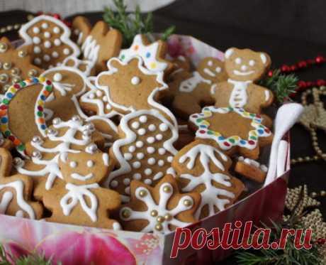 Имбирное печенье на Вкусном Блоге Ура! Вот оно – имбирное рождественское печенье! В оригинальном рецепте это называлось пряниками, да и тесто здесь действительно самое что ни на есть пряничное. Получилось очень вкусно и очень нарядно. Правда, на елку мы его не вешали – так ели. За счет большого количества специй печенье получается очень пряным и…