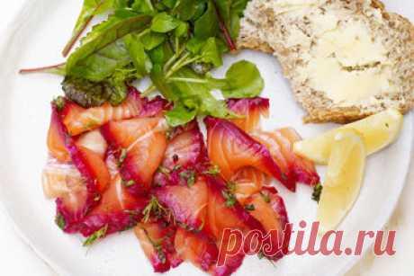 Рецепт засолки семги   Рецепт засолки семги для праздничного стола! С семгой можно приготовить закуски из рыбы.  Этот рецепт идеален, если вы хотите произвести впечатление. Это кажется сложным, но на самом деле, гравлакс очень легко сделать дома.  Все, что вам нужно, это немного терпения, и вы будете вознаграждены потрясающим вкусом!