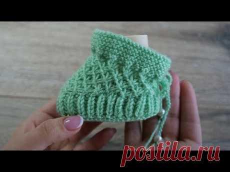 Пинетки спицами в мятном цвете | Baby booties in mint color knitting pattern