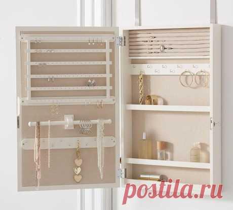Самодельный шкафчик для бижутерии и аксессуаров из того, что под рукой