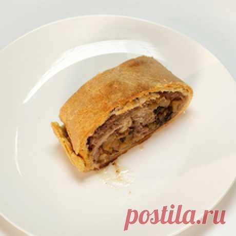 La receta sabrosa del pastel con la carne de cerdo sazonada de la foto para la preparación de la casa