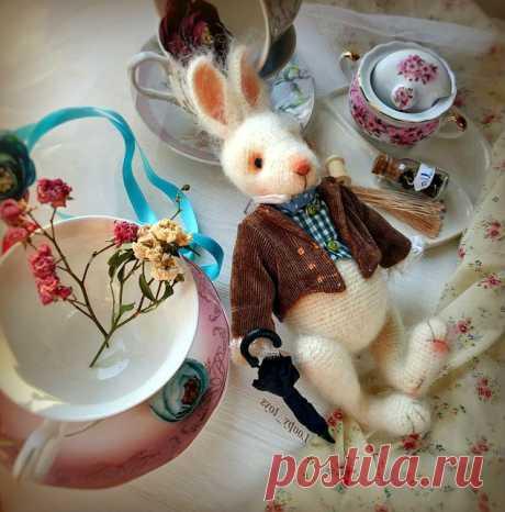 Амигуруми кролик с подвижными лапками на шплинтах Подробный мастер - класс по вязанию пасхального кролика крючком. Амигуруми кролик с подвижными лапками на шплинтах. Схема вязания кролика крючком.