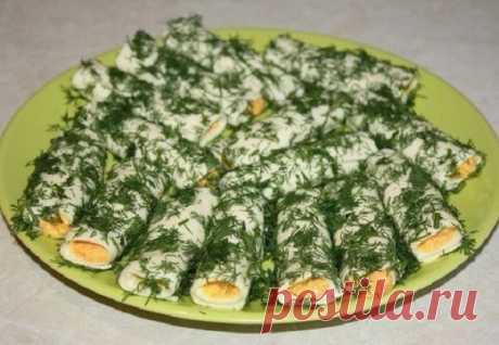 Закусочные сырные трубочки — получается такая вкусная вещь!  Ингредиенты: Сыр плавленый в пластинках — 16 штук;Корейская морковь – 300 грамм;Вареное куриное яйцо – 3 штуки;Чеснок – 2 зубчика;Укроп – 1 большой пучок;Горчица, соль, перецСливки (густые) – 3 ст. л…