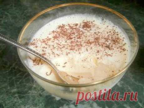 Вкусный десерт вместо пломбира! Диетический молочный десерт готовится на основе кефира, всегда получается вкусным и напоминает пломбир. Он создаст праздник для маленьких и взрослых.