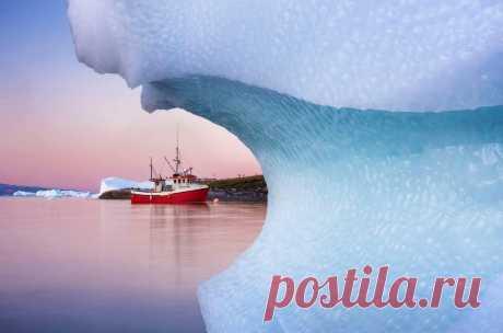 Фотограф Дэниел Кордан недавно вернулся из парусной экспедиции по Гренландии, результатом которой стали десятки великолепных снимков.