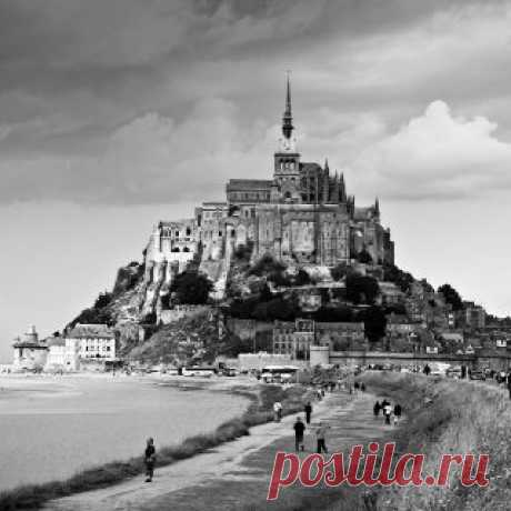Mont Saint Michel in France In 5th grade French class we learned new vocabulary from an old B+W movie with a French family driving to this local. Since then I have wanted to go there.   |  Pinterest  • Всемирный каталог идей