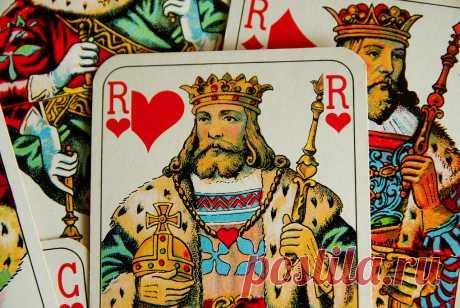 Что он делает сейчас – гадание на игральных картах – Четыре короля  Гадать на игральных картах проще, чем на многих других магических инструментах. Они отвечают прямо и правдиво. Пожалуй, именно они лучше всего подходят для рассказа о том, чем занимается любимый мужчина.