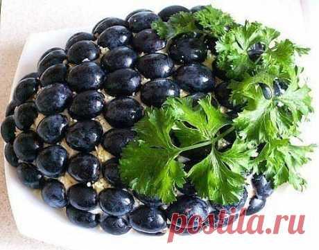 Салат с курицей «Гроздь винограда».