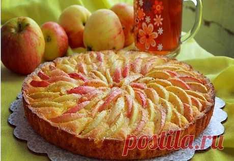 """El pastel \""""las Manzanas en la nieve\"""" con el relleno muy tierno, se deshace en la boca simplemente"""