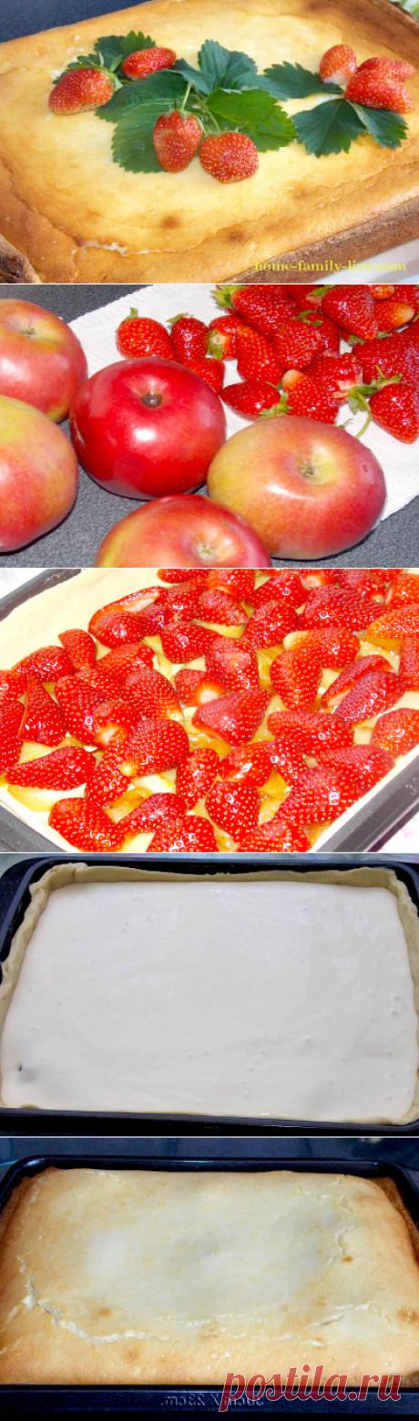Quien quiere preparar el pastel con la fresa y las manzanas\/sitios acarameladas con poshagovymi por las recetas de la foto para aquellos