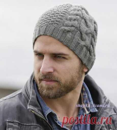 Мужская вязаная шапка спицами с аранским узором от Дропс Дизайн, описание вязания и схема