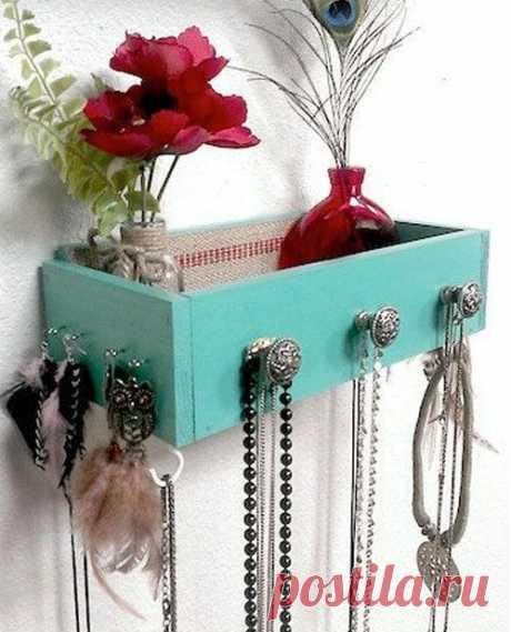 Не выбрасывайте старые ящики от мебели. Вот как их можно применить в интерьере!
