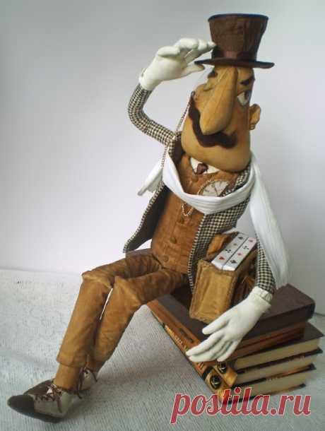 """На авторских куклах зарабатывают до 6 тысяч гривен в месяц Харьковчанка Светлана Ревва создает авторские куклы, медведей и эльфов со льна, а также простыни. """"По  специальности я учительница физики. Свою первую куклу сшила двадцать  лет назад для дочери. У нее были рыжие волосы, она была до метра ростом. К  сожалению, кукла не сохранилась. Затем я ..."""