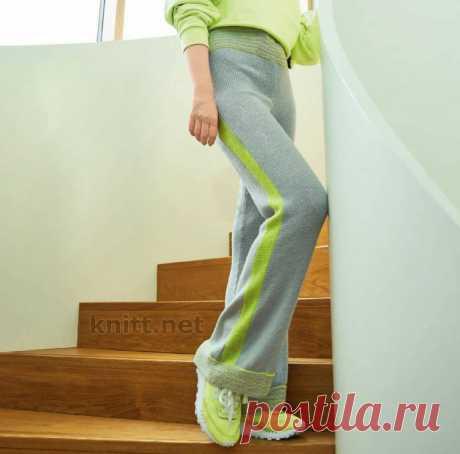 Вязаные женские брюки лицевой гладью Вязаные женские брюки лицевой гладью. Для вязаных брюк нужны эластичные нитки, которые ложаться ровным полотном, иначе изделие потеряет форму.