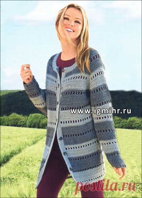 Practical and stylish model. A gray cardigan in a strip. Hook