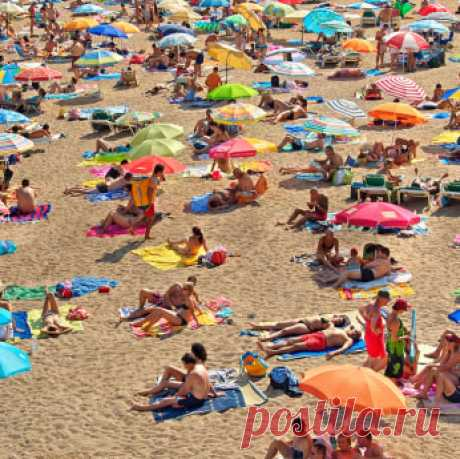 20 интересных вещей, которыми можно занять себя на пляже - Holiday.by Как только наступает лето, множество людей начинают проводить большую часть свободного времени на пляже. Если вы думаете, что время, проведенное на пляже, ограничивается только плаванием, то вам есть чему поучиться. Существует много забавных вещей, которыми можно развлечь себя на побережье.  Вот лишь некоторые из них, способные поднять ваше настроение: 1. Большой костер для вечеринки. Если костры разреше...