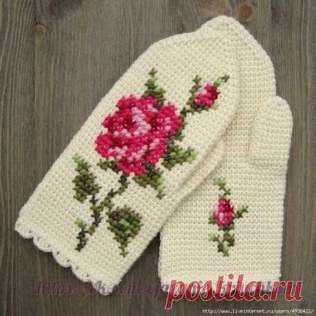 Варежки с вышитой розой, тунисское вязание