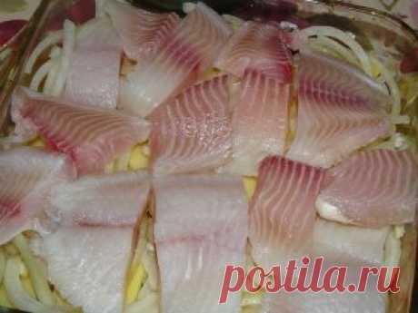 """25 рецептов из рыбы: 1. Обалденная запеченная рыбка 2. Невероятно вкусная рыба под соусом 3. Вкусная скумбрия в фольге 4. Рыбные фрикадельки в сливочном соусе 5. Филе рыбы, запеченное под горчицей 6. Белая рыба с соусом и овощами 7. Тилапия с чесноком и лимоном 8. Рыба """"по-французски"""" на ужин 9. Горбуша, запеченная в сметанно-грибном соусе"""