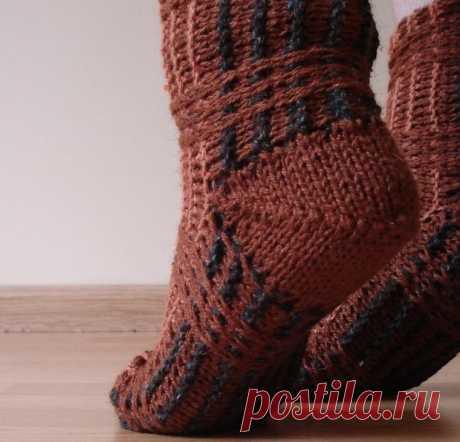 Как связать носки спицами поперек