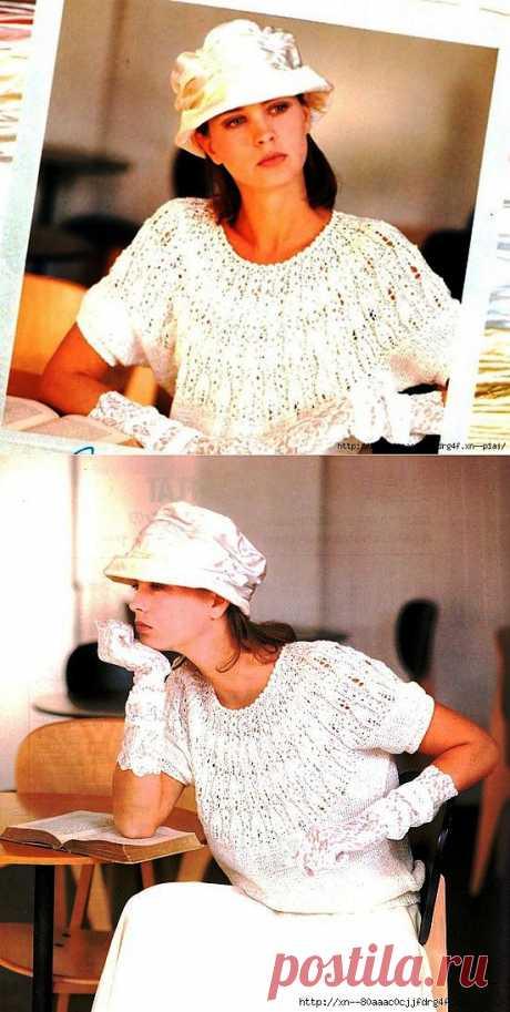 Нежная блузка с круглой кокеткой.