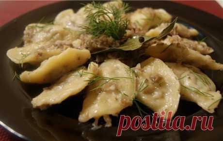 Las recetas todos los jueves. Las bolitas de pasta, nokki, la galushka, vareniki. Vareniki con la carne (vyp. 7)