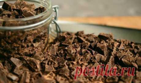 Los científicos han demostrado que el chocolate es capaz de bajar la presión arterial | el Diablo toma Durante la investigación por el científico inglés de la universidad Hartfordshira consiguió demostrar que el chocolate es capaz de bajar la presión arterial. El efecto dado esta golosina presta a expensas del magnesio que forma parte del cacao-habas. Los investigadores han aclarado que los productos que contienen el magnesio poseen la propiedad de bajar la presión arterial. Un de tales productos es el chocolate. Las personas que sufren giper...