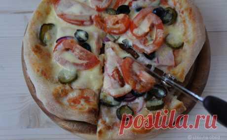 Роман с пиццей под солнцем Неаполя — chto.na.obed  рецепт у Питера Рейнхарта  Нам понадобится на 4 пиццы диаметром 24 см:  500 г итальянской муки для пиццы (farina di grano tenero tipo 00) 1 и 1\3 ч. л. соли 1 ч.л. сухих растворимых (instant) дрожжей 1 и 1\3 ст.л. оливкового масла extra virgin 1 ст.л. меда примерно 1 и 1\3 стакана воды комнатной температуры (в зависимости от густоты меда может уйти меньше)